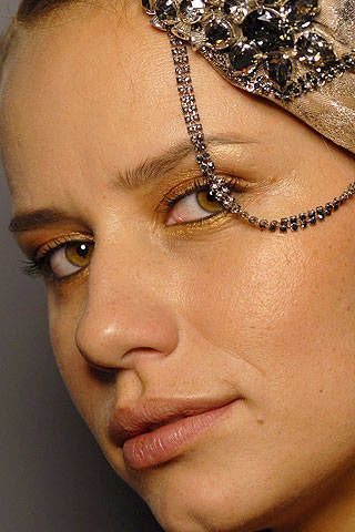 Giorgio Armani PrivÃ{{{copy}}} Spring 2007 Haute Couture Backstage - 003