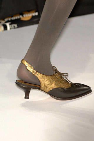 BCBG Max Azria Fall 2007 Ready&#45&#x3B;to&#45&#x3B;wear Detail &#45&#x3B; 002