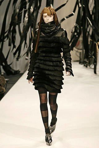 Gareth Pugh Fall 2007 Ready-to-wear Collections - 003