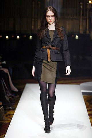 Textile, Fashion show, Outerwear, Fashion model, Style, Knee, Runway, Street fashion, Fashion, Thigh,