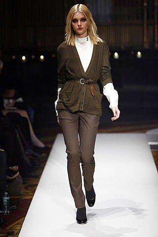 Leg, Fashion show, Brown, Shoulder, Fashion model, Joint, Outerwear, Runway, Style, Street fashion,