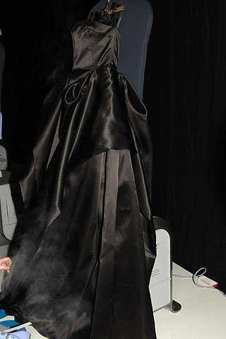 Textile, Black, Costume design, Sculpture, One-piece garment, Satin, Costume, Silk, Gown, Velvet,