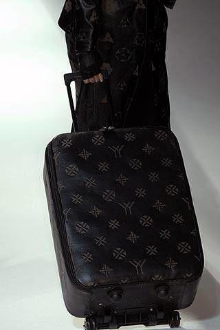 Yohji Yamamoto Fall 2007 Ready-to-wear Detail - 001