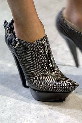 Balenciaga Spring 2007 Ready-to-wear Detail 0001