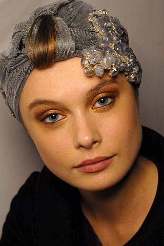 Giorgio Armani PrivÃ{{{copy}}} Spring 2007 Haute Couture Backstage - 001