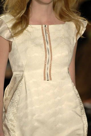 BCBG Max Azria Fall 2007 Ready-to-wear Detail - 001