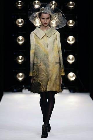 Fashion show, Style, Runway, Fashion model, Fashion, Dress, Model, Fashion design, Haute couture, Fur,