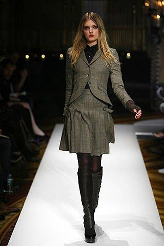Clothing, Leg, Fashion show, Shoulder, Runway, Joint, Fashion model, Outerwear, Style, Knee,