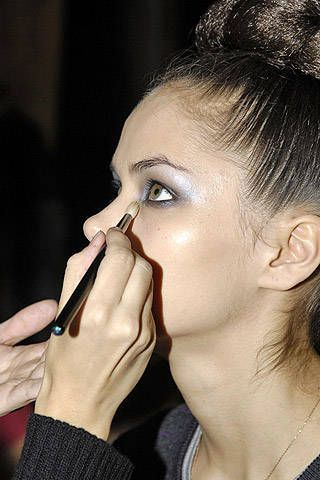 Ashley Isham Fall 2007 Ready-to-wear Backstage - 001