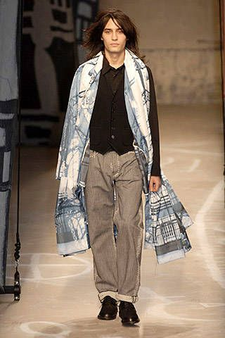 Issey Miyake Fall 2007 Ready&#45&#x3B;to&#45&#x3B;wear Collections &#45&#x3B; 001