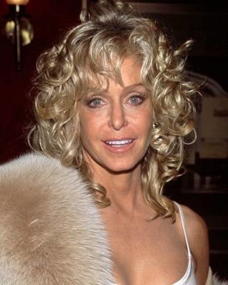 Farrah Fawcett S Hairstyles Pays Tribute To The Farrah Of