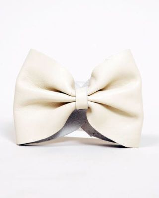 B Accessories bow