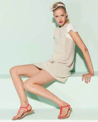 Leg, Finger, Human leg, Skin, Shoulder, Hand, Joint, Sitting, Elbow, White,