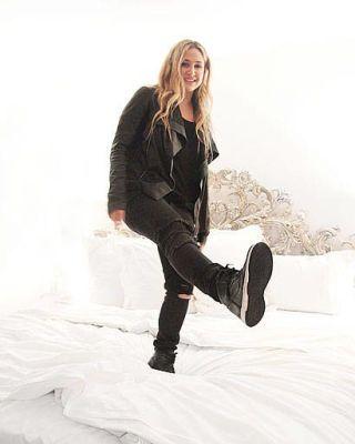 Clothing, Sleeve, Shoulder, Textile, White, Style, Knee, Sitting, Fashion, Fashion model,
