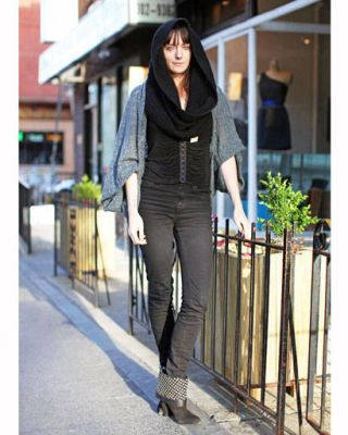 Product, Sleeve, Human body, Joint, Outerwear, Style, Street fashion, Black, Beauty, Knee,