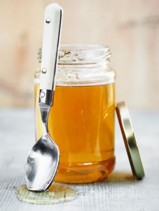 honey helps heal cracked lips