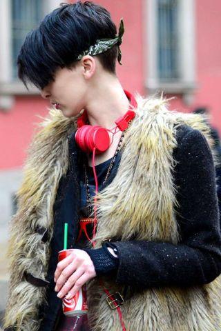 Ear, Human, Earrings, Hairstyle, Textile, Style, Street fashion, Natural material, Long hair, Fur,