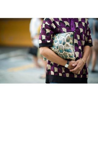 Sleeve, Plaid, Textile, Tartan, Bag, Pattern, Street fashion, Purple, Beige, Belt,
