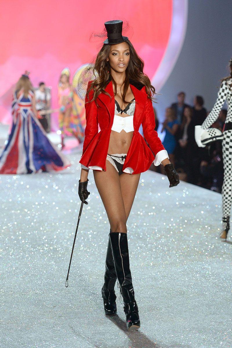 d33148602d Victoria s Secret Model Beauty Tips - Victoria Secret Angels Reveal Their  Makeup Essentials