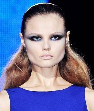 the best ways to wear blue eye shadow