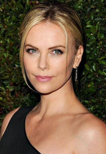 Charlize therons hair and makeup secrets charlize theron voltagebd Gallery