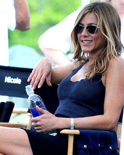 Jennifer Aniston keeps her body and skin hydrated with Smart Water.