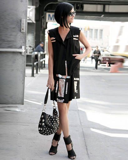 Clothing, Shoulder, Joint, White, Bag, Style, Street fashion, Fashion accessory, Pattern, Street,