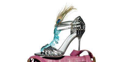 Magenta, Bag, Fashion design, Natural material, Brush, Shoulder bag, Craft, Household supply, Strap, Creative arts,