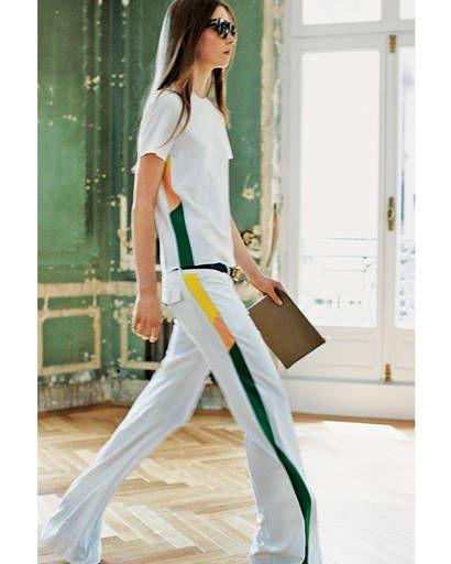 Eyewear, Bag, Shoulder, Textile, Joint, Sunglasses, White, T-shirt, Style, Street fashion,