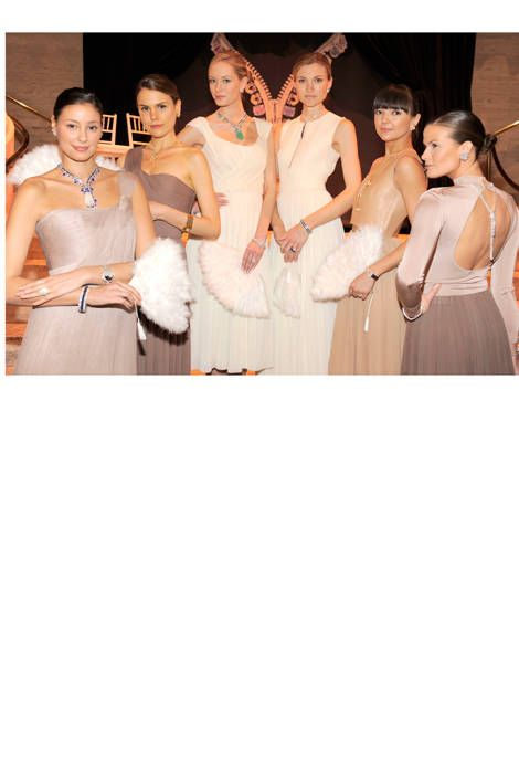 Entertainment, Waist, Performing arts, Fashion accessory, Abdomen, Fashion, Trunk, Youth, Fashion model, Beige,