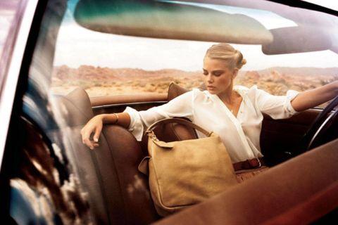 Motor vehicle, Automotive design, Vehicle door, Automotive mirror, Car seat, Glass, Bag, Travel, Comfort, Windshield,