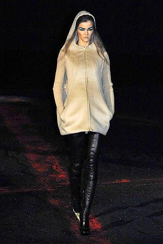 Alexander McQueen Fall 2007 Ready-to-wear Collections - 002