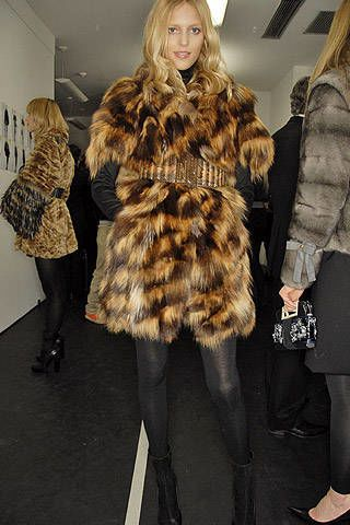 Fendi Fall 2007 Ready&#45&#x3B;to&#45&#x3B;wear Backstage &#45&#x3B; 003