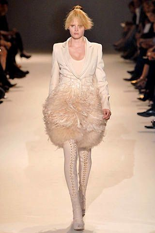 Givenchy Fall 2007 Haute Couture Collections - 002