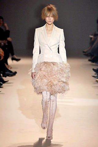 Givenchy Fall 2007 Haute Couture Collections - 003