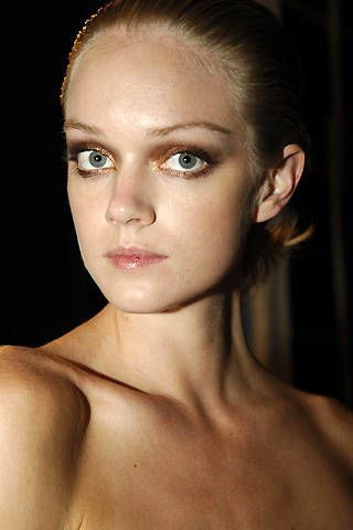 Issa Spring 2008 Ready-to-wear Backstage - 002