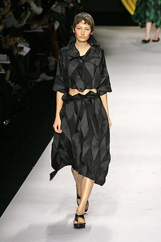 Issey Miyake Spring 2008 Ready&#45&#x3B;to&#45&#x3B;wear Collections &#45&#x3B; 002