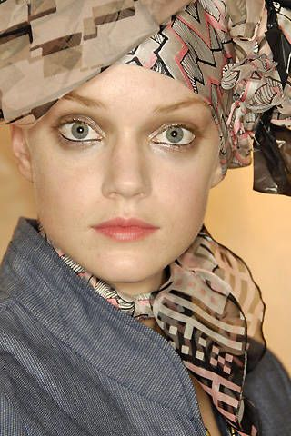 Christian Lacroix Spring 2008 Ready-to-wear Backstage - 002
