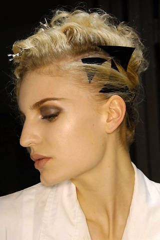 Giorgio Armani PrivÃ{{{copy}}} Spring 2008 Haute Couture Backstage - 003