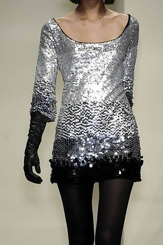 Valentin Yudashkin Fall 2007 Ready&#45&#x3B;to&#45&#x3B;wear Detail &#45&#x3B; 001