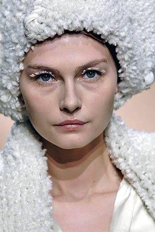 Vivienne Westwood Fall 2007 Ready&#45&#x3B;to&#45&#x3B;wear Detail &#45&#x3B; 001