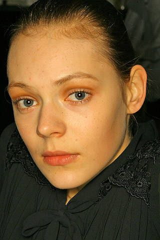 Cacharel Fall 2007 Ready-to-wear Backstage - 001