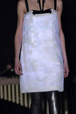Hussein Chalayan Fall 2007 Ready&#45&#x3B;to&#45&#x3B;wear Detail &#45&#x3B; 001