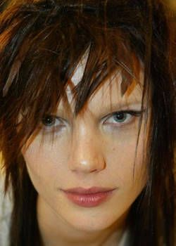 Gianfranco Ferre Fall 2003 Ready-to-Wear Backstage 0001