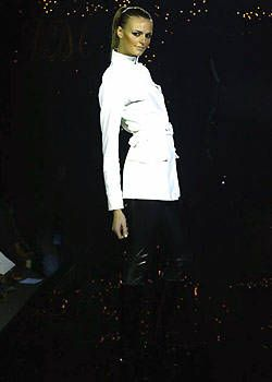 Julien Macdonald Fall 2003 Ready-to-Wear Collections 0001