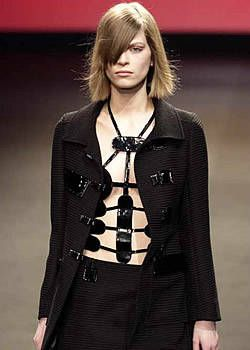 Roland Mouret Fall 2003 Ready-to-Wear Detail 0001