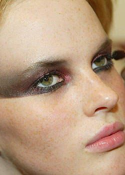 Versus Fall 2003 Ready-to-Wear Backstage 0001
