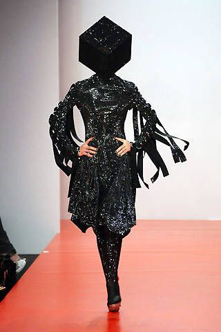 Gareth Pugh Spring 2008 Ready-to-wear Collections - 001
