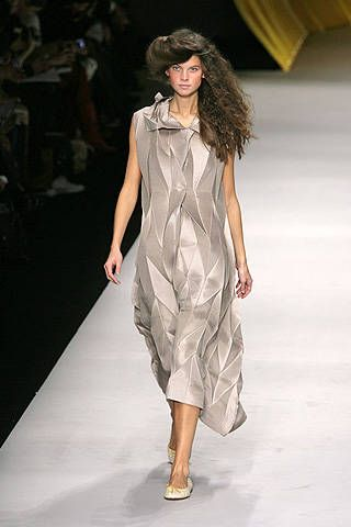 Issey Miyake Spring 2008 Ready-to-wear Collections - 001
