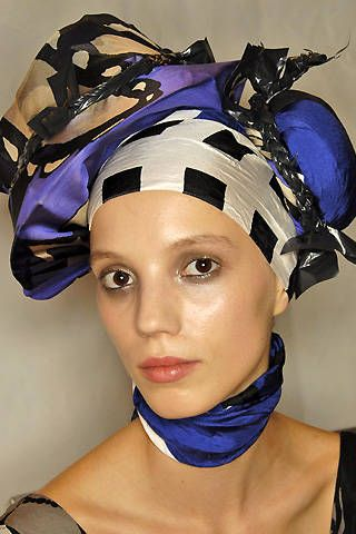 Christian Lacroix Spring 2008 Ready-to-wear Backstage - 001